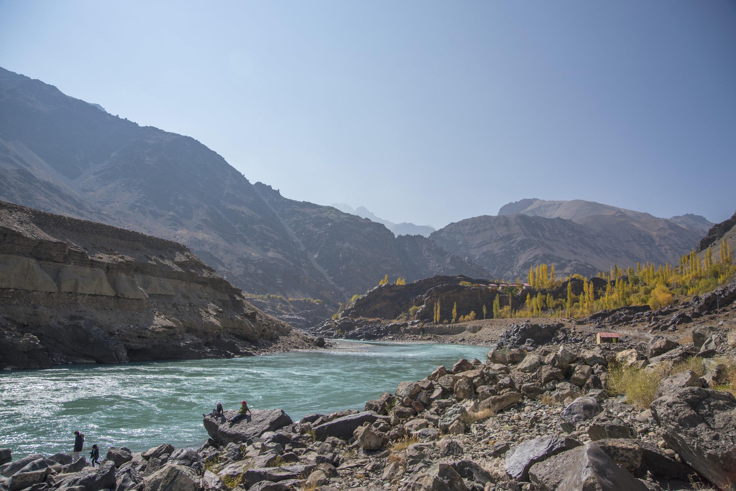 Munchkins beside the Indus. (Saspol, India; Oct 2017)