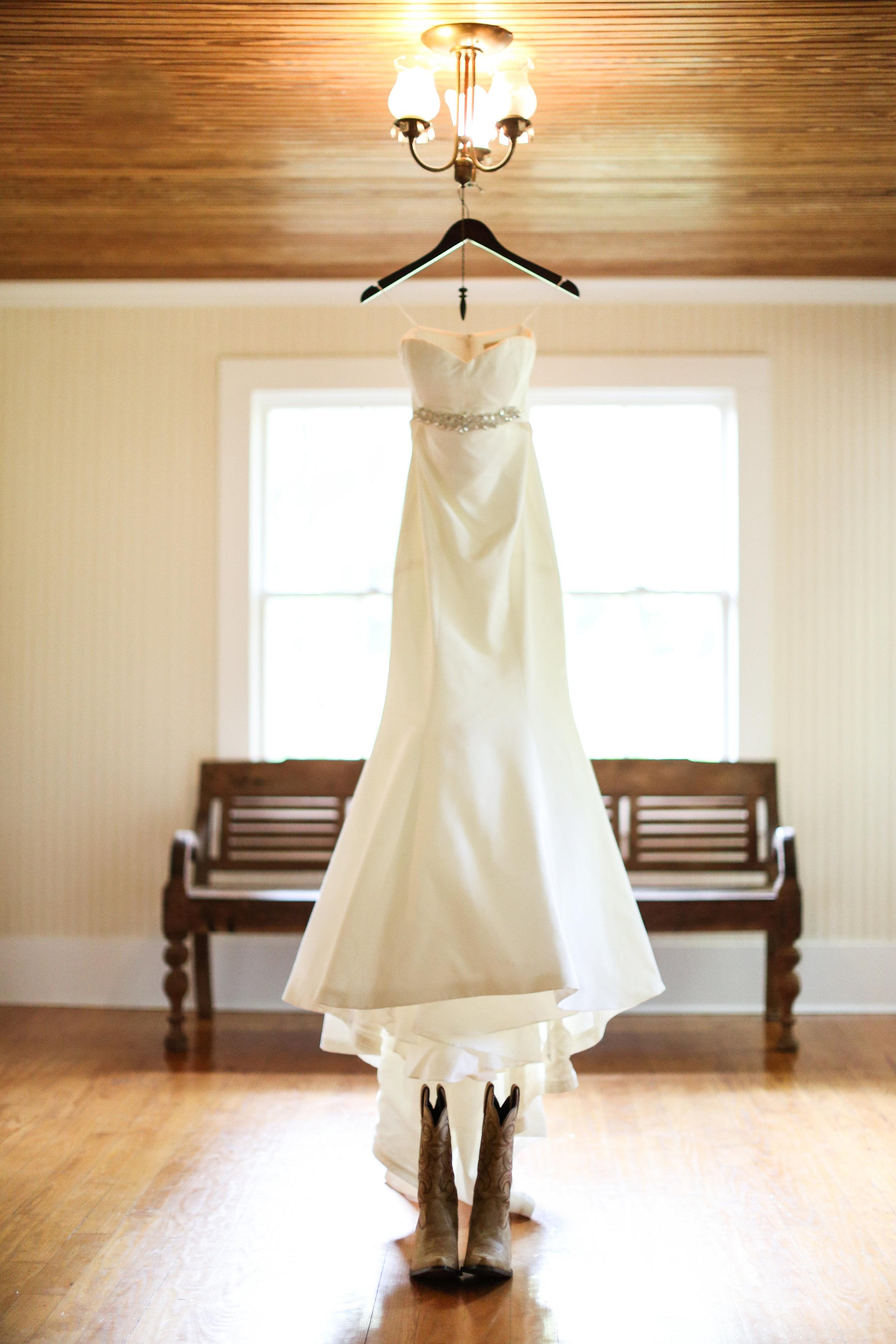 finnegan-photography-ivory-and-beau-bridal-boutique-nicole-miller-dakota-jaclyn-jordan-anne-veil-savannah-bridal-boutique-savannah-wedding-dresses-savannah-weddings-statesboro-wedding-barn-wedding-savannah-bridal-georgia-bridal-boutique-1.jpg