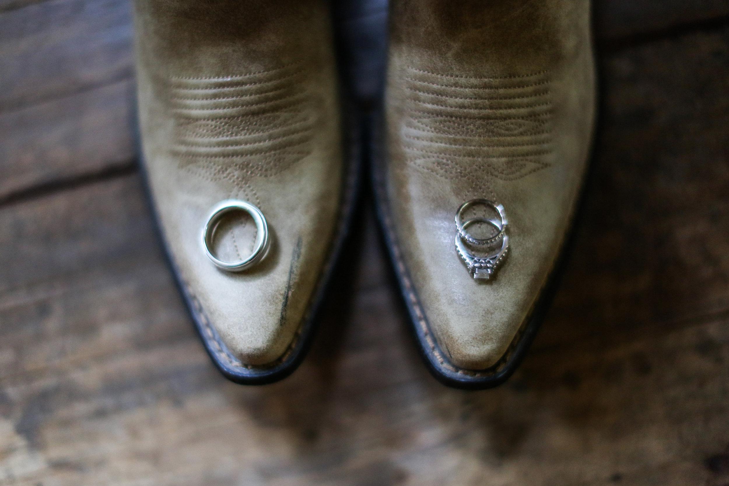 finnegan-photography-ivory-and-beau-bridal-boutique-nicole-miller-dakota-jaclyn-jordan-anne-veil-savannah-bridal-boutique-savannah-wedding-dresses-savannah-weddings-statesboro-wedding-barn-wedding-savannah-bridal-georgia-bridal-boutique-3.jpg