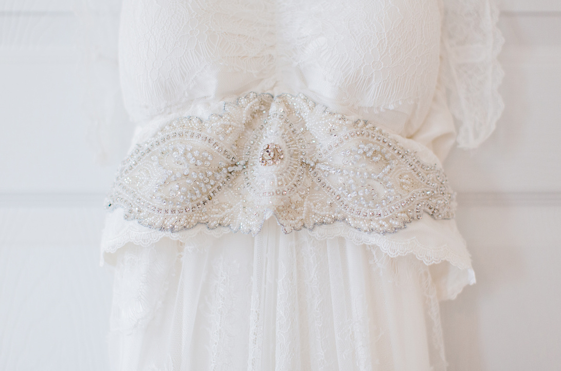 katie-mcgee-photography-ivory-and-beau-bridal-boutique-anna-campbell-wedding-dress-anna-campbell-bridal-indie-bride-savannah-weddings-savannah-bridal-boutique-savannah-wedding-gowns-savannah-bridal-downtown-savannah-wedding-3.png
