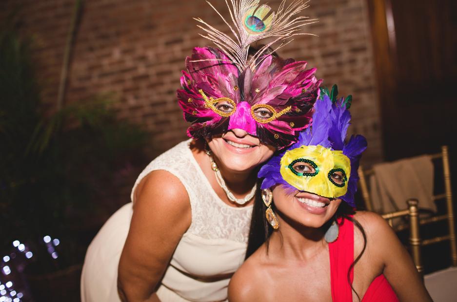 hora-loca-charles-h-morris-center-ivory-and-beau-savannah-wedding-planner-savannah-event-designer-dori-hayley-paige-real-bride-savannah-weddings-what-is-an-hora-loca-wedding-coordinator-8.png