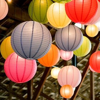 paper-lanterns-luna-bazaar-marnie-girls-hbo-tv-show-wedding-inspiration-savannah-wedding-planner-savannah-event-designer-bohemian-wedding-inspiration.jpg