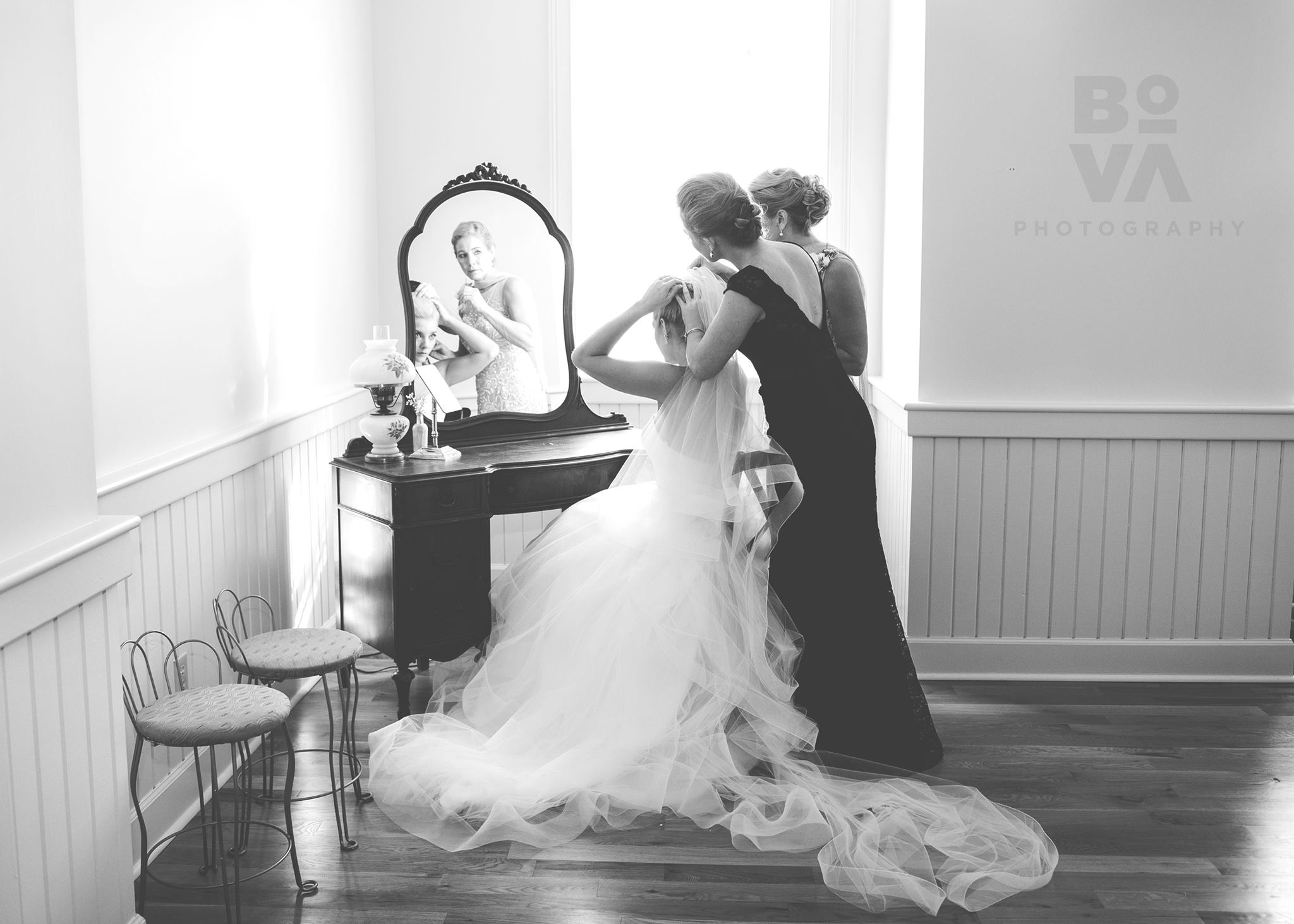 bova-photography-ivory-and-beau-bridal-boutique-savannah-weddings-savannah-wedding-historic-savannah-wedding-maise-blush-by-hayley-paige-hayley-paige-ballgown-savannah-wedding-planner-5.jpg
