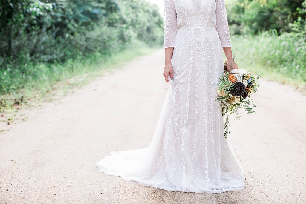 apt-b-photography-ivory-and-beau-bridal-boutique-anna-campbell-isobelle-australian-wedding-the-collins-quarter-savannah-wedding-savannah-weddings-savannah-florist-savannah-bridal-savannah-event-designer-savannah-wedding-dresses-outback-wedding-18.jpg