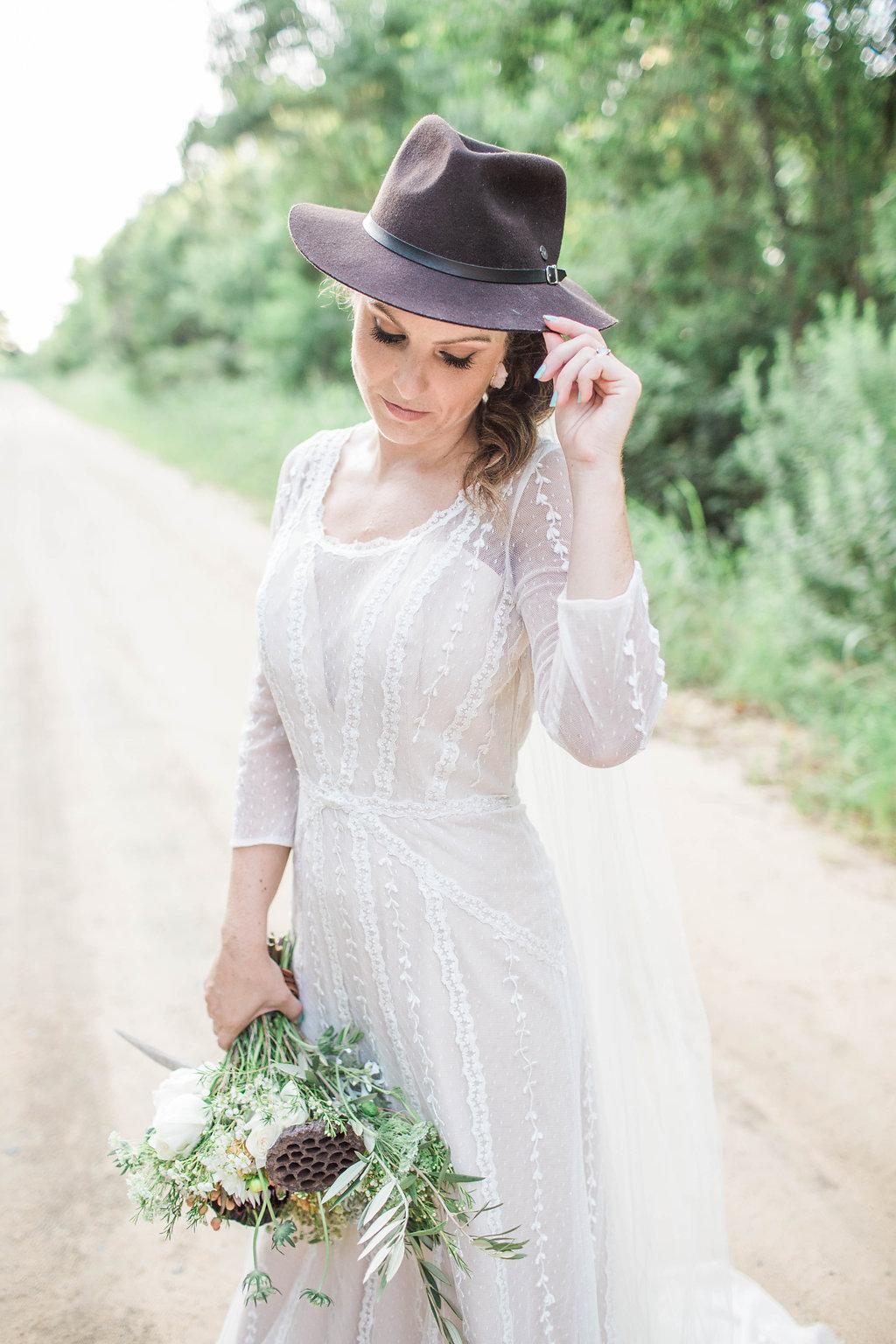 apt-b-photography-ivory-and-beau-bridal-boutique-anna-campbell-isobelle-australian-wedding-the-collins-quarter-savannah-wedding-savannah-weddings-savannah-florist-savannah-bridal-savannah-event-designer-savannah-wedding-dresses-outback-wedding-26.jpg
