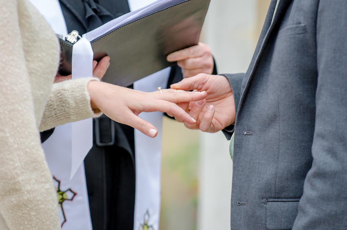 amanda-berk-photography-asheville-wedding-mountain-wedding-winery-wedding-ti-adora-wedding-dress-southern-wedding-destination-wedding-mountain-elopement-savannah-bridal-boutique-ivory-and-beau-bridal-boutique-savannah-weddings-3.jpg