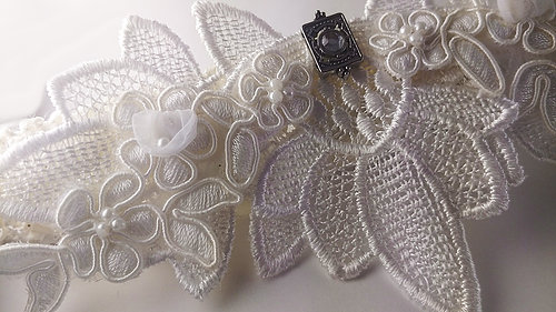 couffia-couture-garter-savannah-designer-savannah-bridal-boutique-ivory-and-beau-savannah-brides-savannah-bridal-accessories-garters-custom-designed-lovey-dovey.jpg