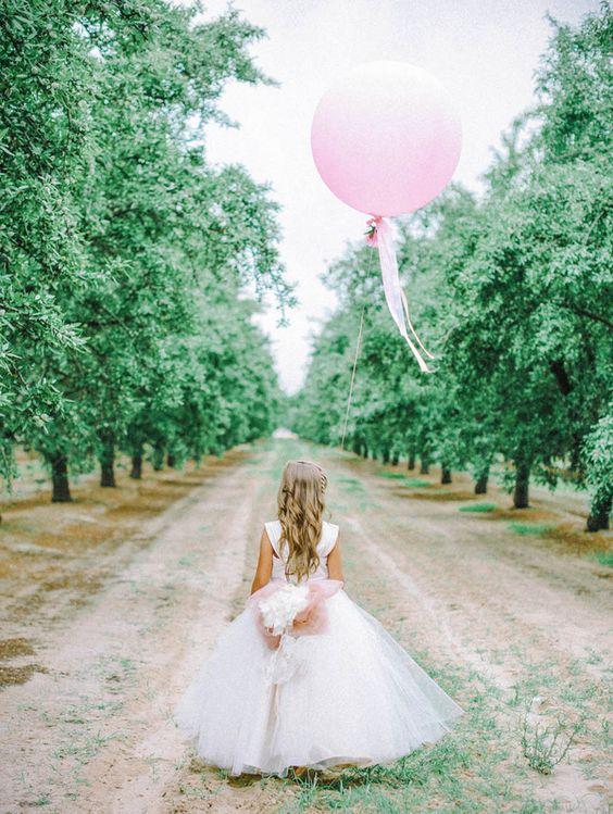 Photography:   Mariel Hannah Photo  via  Bridal Musings  // Dress:  Amalee Accessories