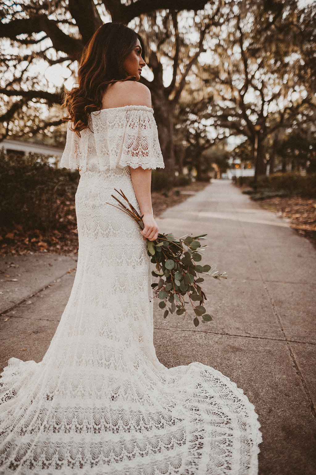 ivory-and-beau-bridal-boutique-savannah-2018-wedding-trends-daughters-of-simone-l+m-photography-savannah-photography-trendy-wedding-4.jpg