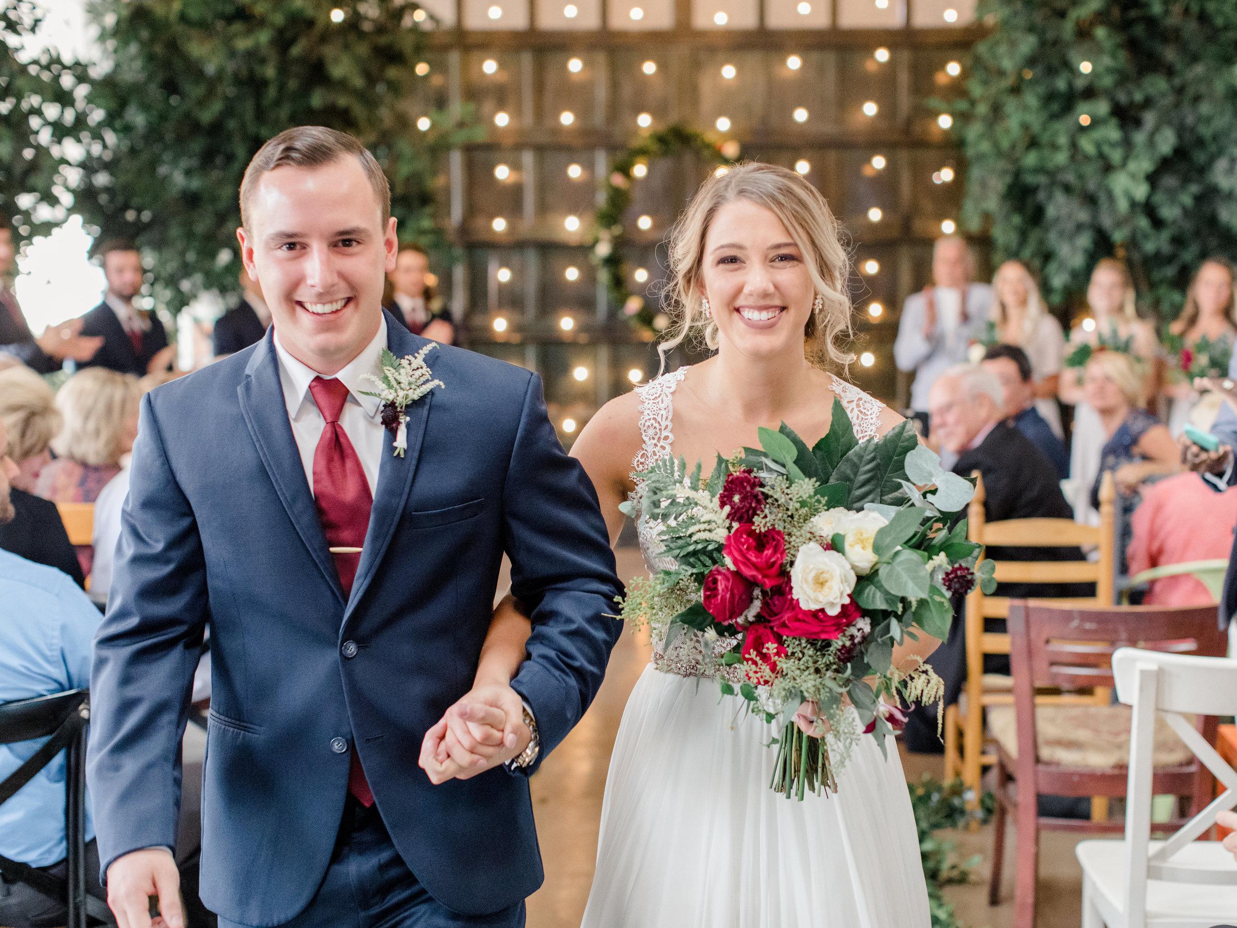 savannah-couple-savannah-bride-savannah-wedding-savannah-floral-savannah-florist-savannah-wedding-dress-wedding-gown-wedding-bouquet-red-wedding-ceremony-happy-couple