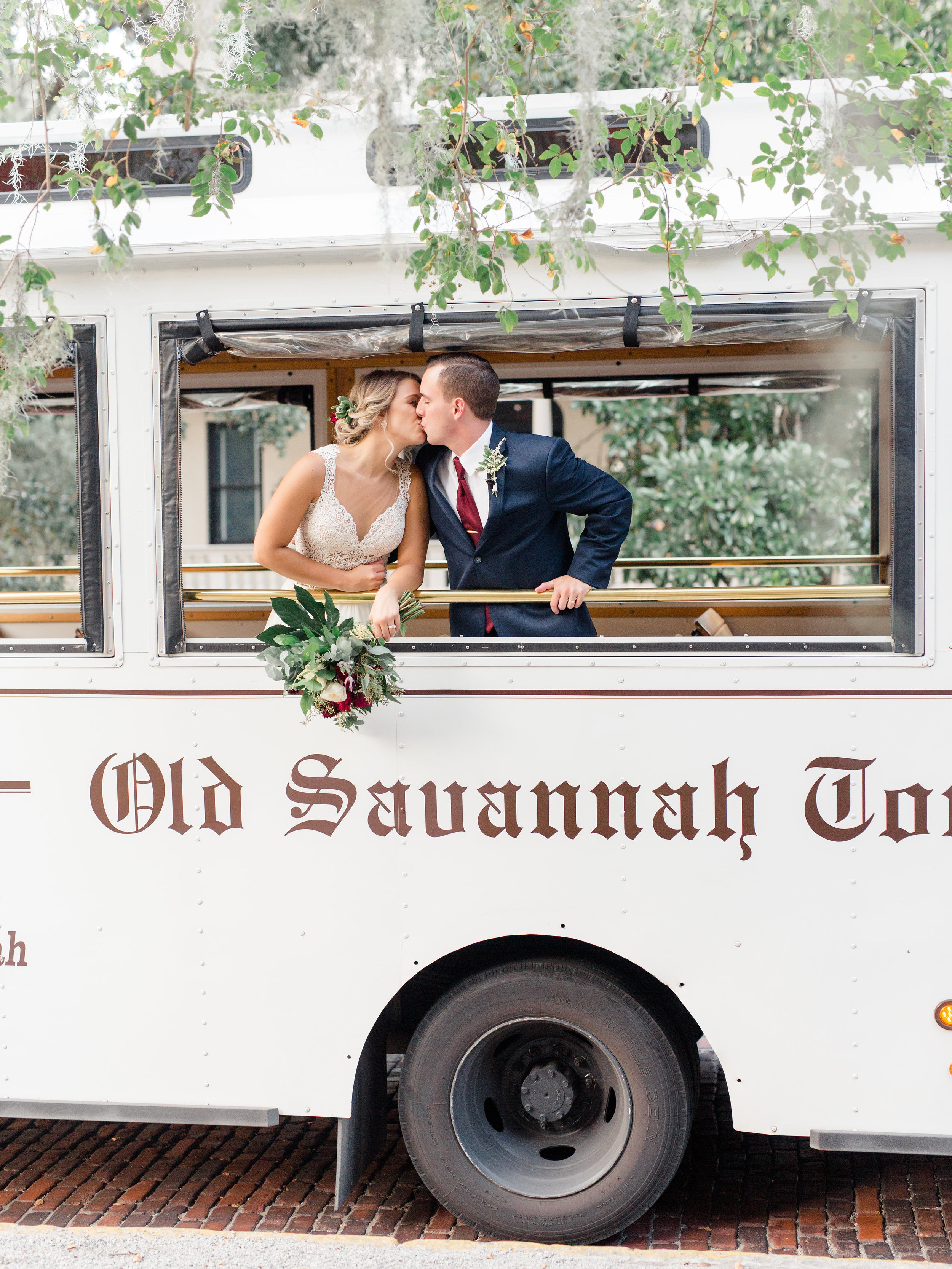 savannah-wedding-ideas-savannah-wedding-savannah-bride-savannah-wedding-dress-savannah-couple-savannah-tours-savannah-wedding-kiss-trolley-ride