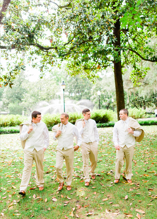 The open grassy spaces in the park allow plenty of opportunity for photos, whether you have a large bridal party or a small one, your photographer will always be able to get the shot!