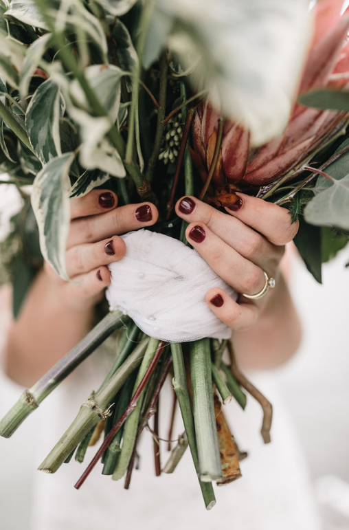 moody-dramatic-wedding-inspo-savannah-georgia-wedding-inspiration-savannah-georiga-wedding-dakr-moody-wedding-colors-dark-wedding-florals-savannah-florist-savannah-wedding-planner