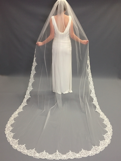 how-to-pick-the-perfect-veil-for-your-dress-savanah-ga-wedding-dress-shop-savannah-ga-wedding-florist-savannah-ga-wedding-planner