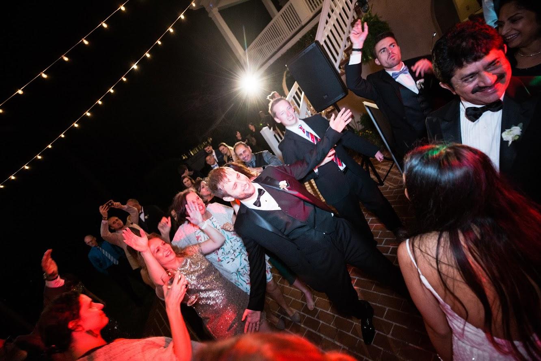 savannah-wedding-dress-classic-southern-wedding-dress-savanah-bridal-shop-calssic0-southern-wedding-clean-wedding-bright-white-wedding-savannah-georgia-wedding-savannah-florist-savannah-wedding-planner-savannah-wedding-dresses