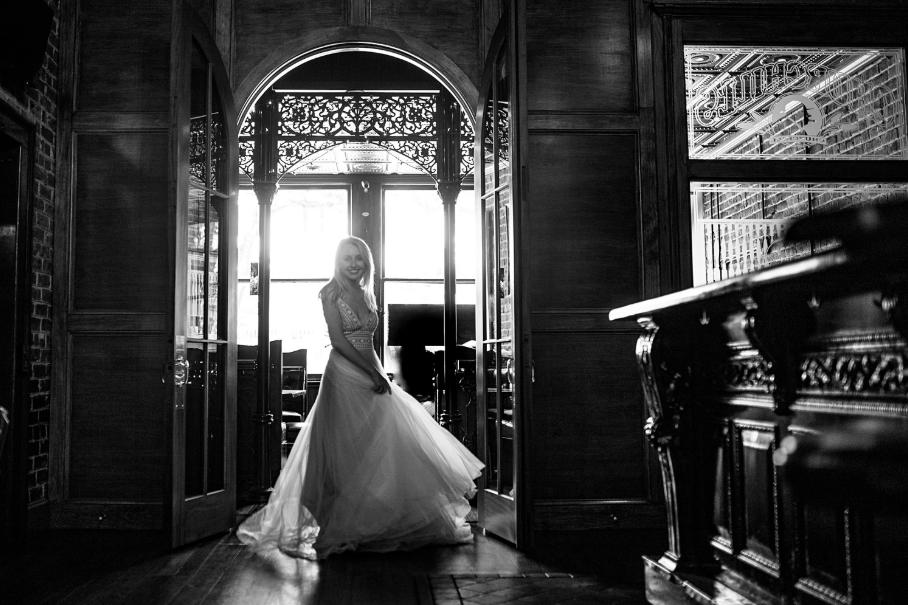 ivory-and-beau-bud-johnson-churchills-pub-savannah-georgia-wedding-venues-savannah-wedding-photographer-savannah-wedding-dresses-wedding-photos-inspo-savannah-wedding-dress-shop-savannah-wedding-planner-savannah-wedding-florist-savannah-wedding-vendors