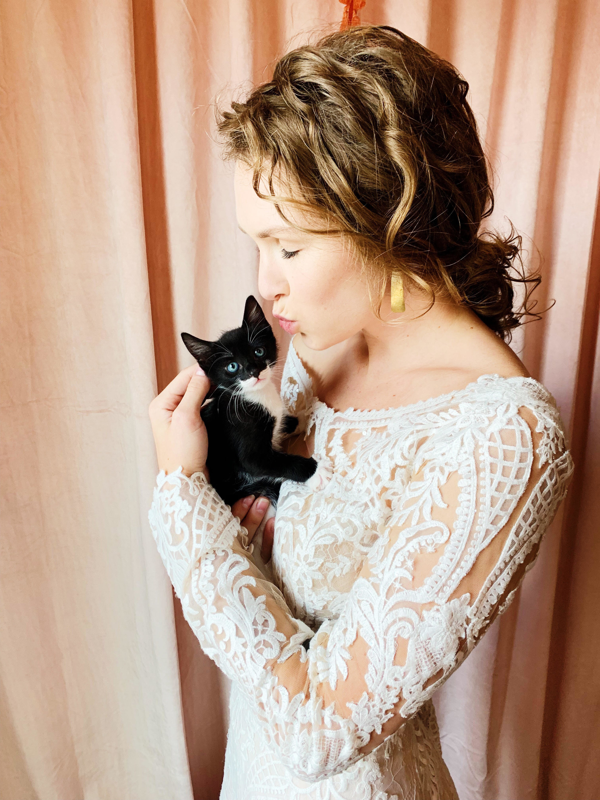 """The next wedding accessory? - We all know that """"dogs are a man's best friend""""…..but what about all of the cat lovers??How could you say no to those little faces? Cats deserve to join in on the fun too."""