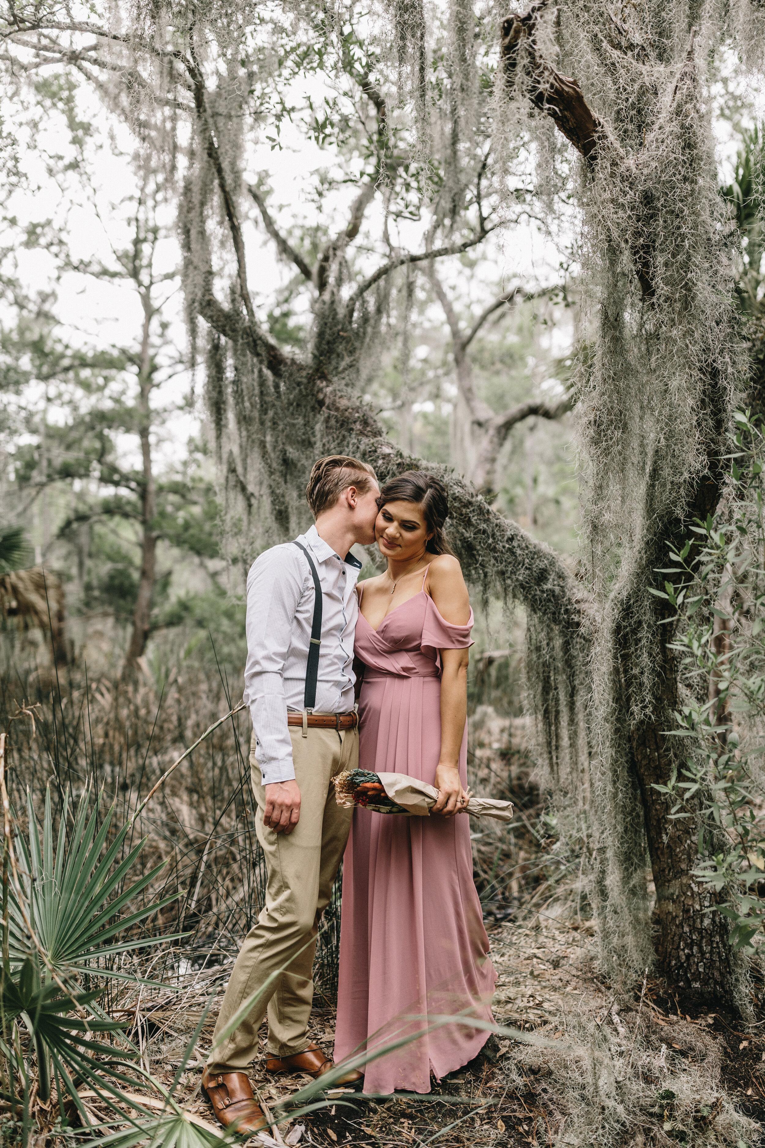 ivory-and-beau-couple-weddings-engagement-session-savannah-weddings-Mary+Cameron_engagementsession-2.jpg