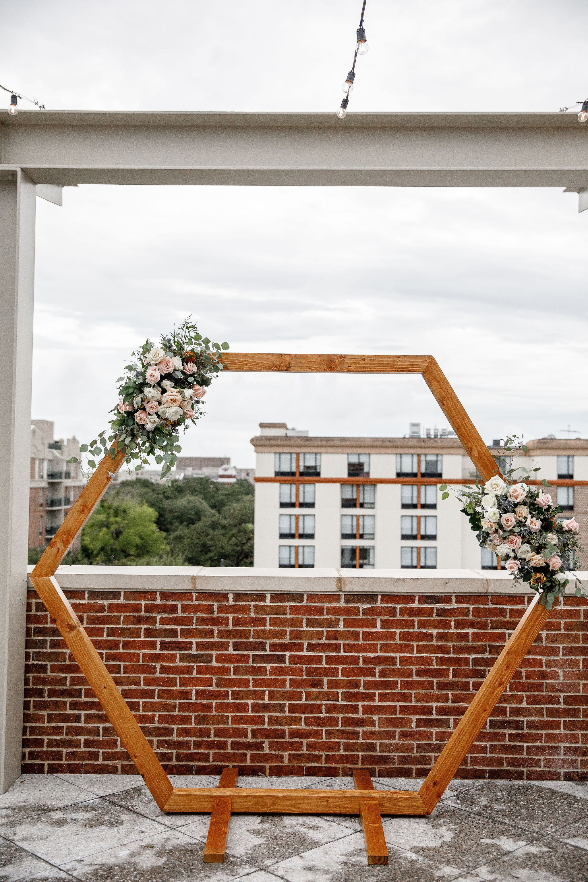 ivory-and-beau-blog-couple-and-florals-shannon-and-mike-wedding-savannah-wedding-planner-savannah-florist-savannah-wedding-southern-florist-southern-wedding-alida-hotel-421.jpg