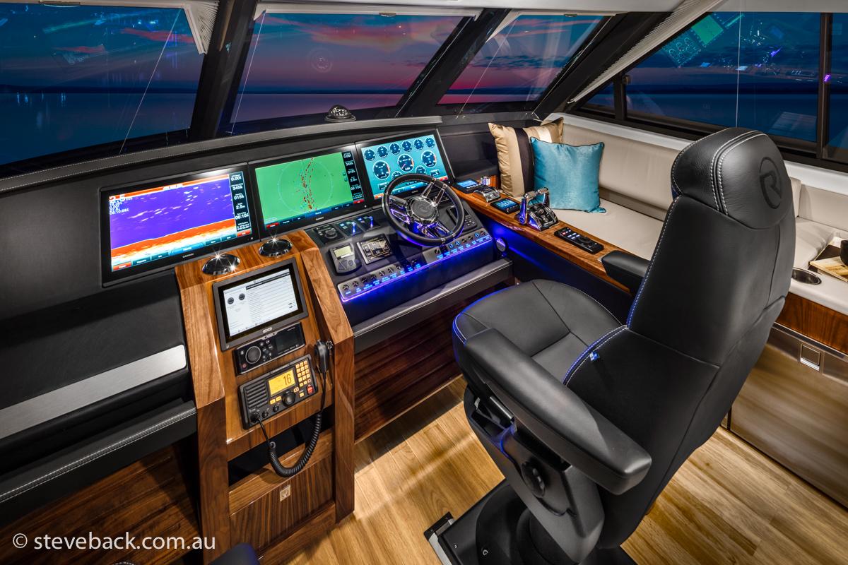 maritime photography Riviera sports motor yacht 02.jpg