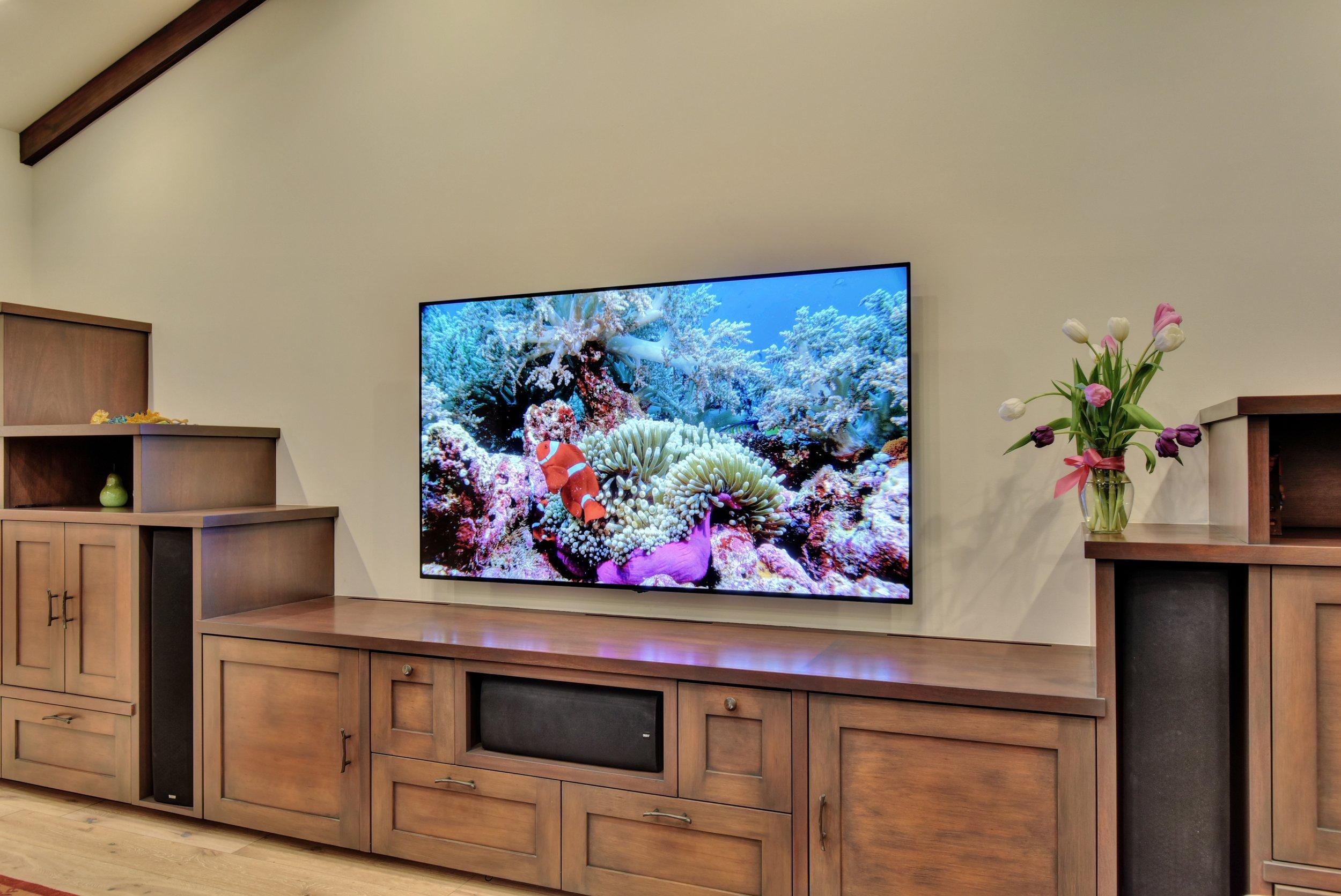 LG OLED 77-inch 4K UHD TV with Anthem MRX 720 AV receiver 7.1 surround sound system