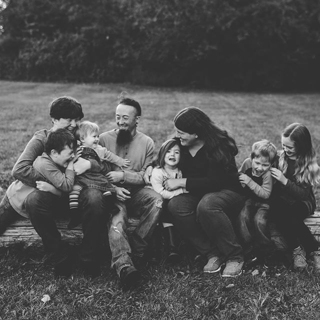 Family sessions with me are never boring or static or rigid! We will run, play, dance, sing, and there will ALWAYS be a tickle fight. Promise. 💁🏻♀️❤️#thesamanthalynnphotography #centralillinoisphotographer #peoriaillinois #familylove #authenticfamily