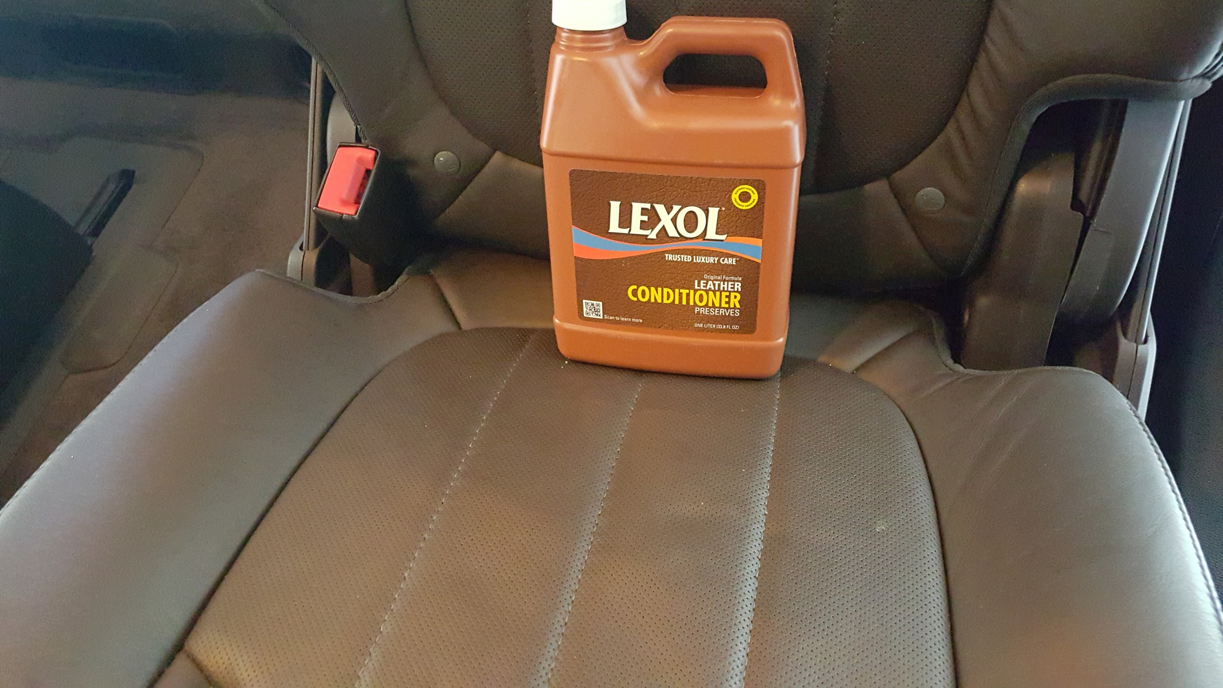 This leather has been cleaned and then conditioned with Lexol Leather cleaner to give it a keep it supple, thanks to proper leather cleaning and conditioning this interior will retain its value.