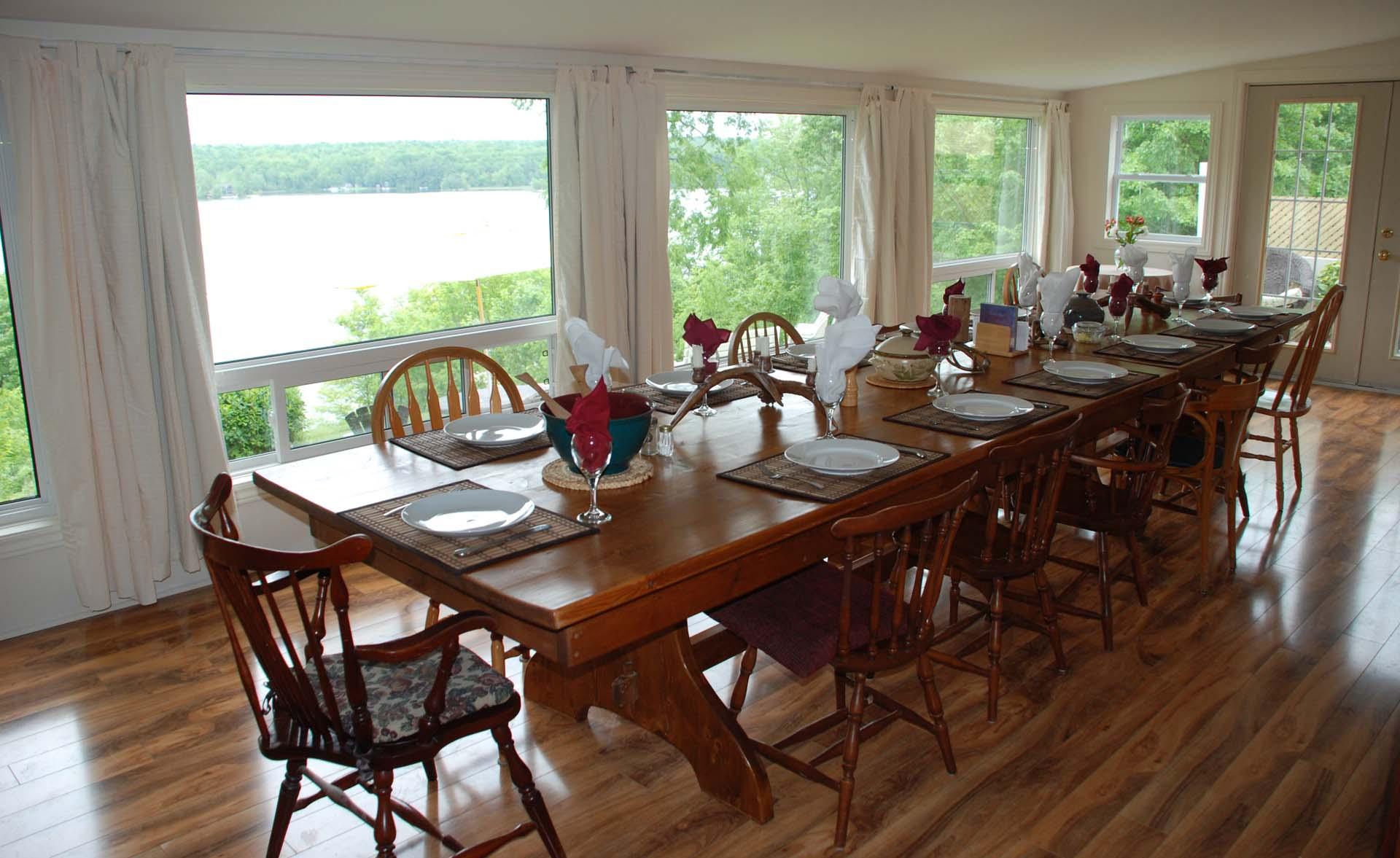 dining-room-overlooking-lake.jpg