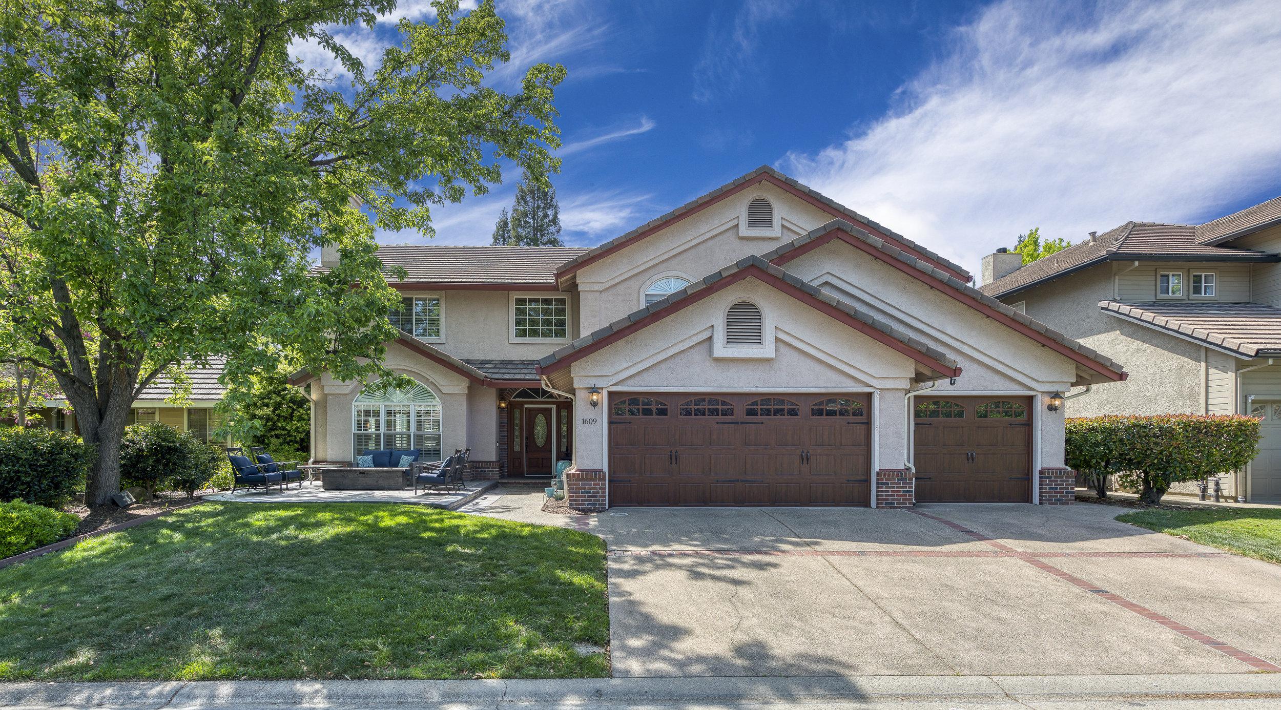 1609 Clarewood Drive 2.jpg