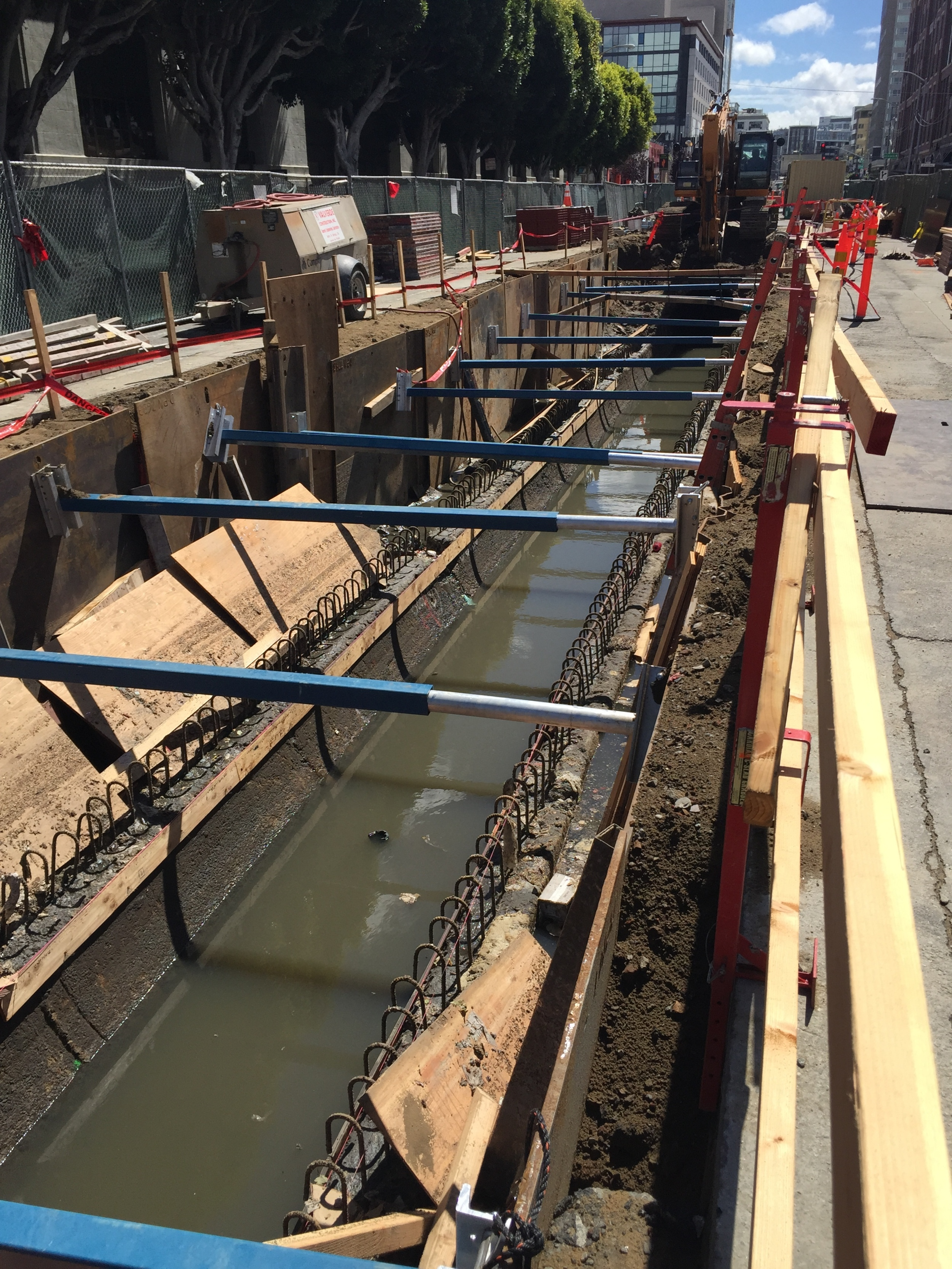 "3"" HYDRAULIC VERTICAL SHORING"