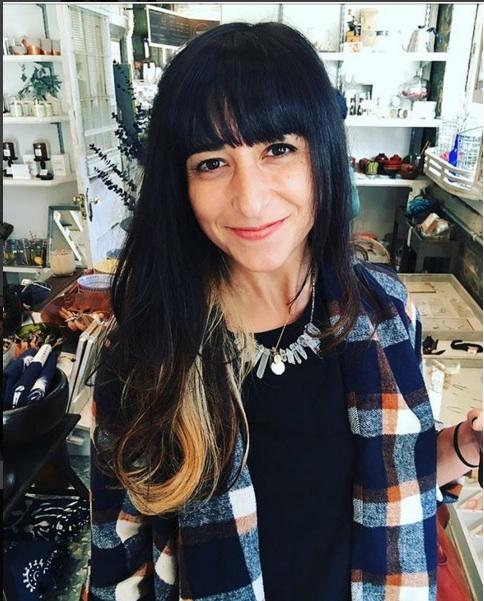 Elana Jacobs//Artistic Director