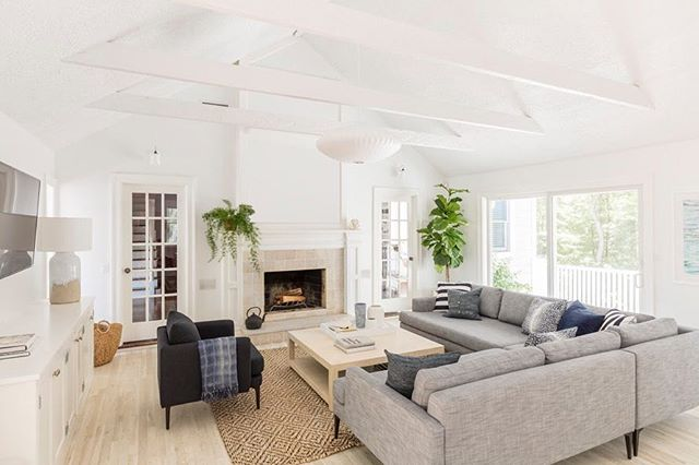 Newest listing at 4 Spread Oak Lane in East Hampton. Open houses Saturday 12-2pm and Sunday 1-2:30pm See you there! 🏡