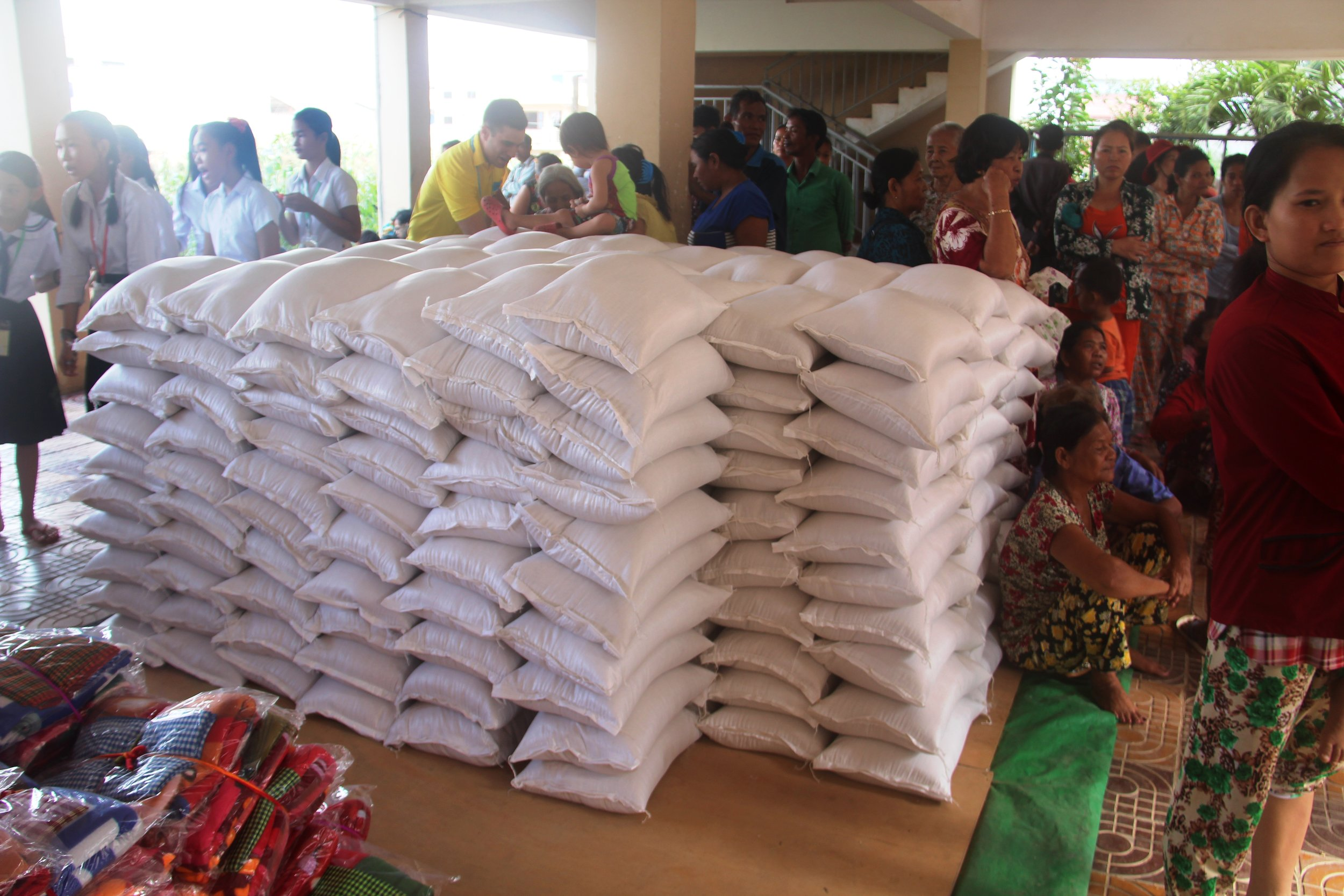 Food packages for the poor