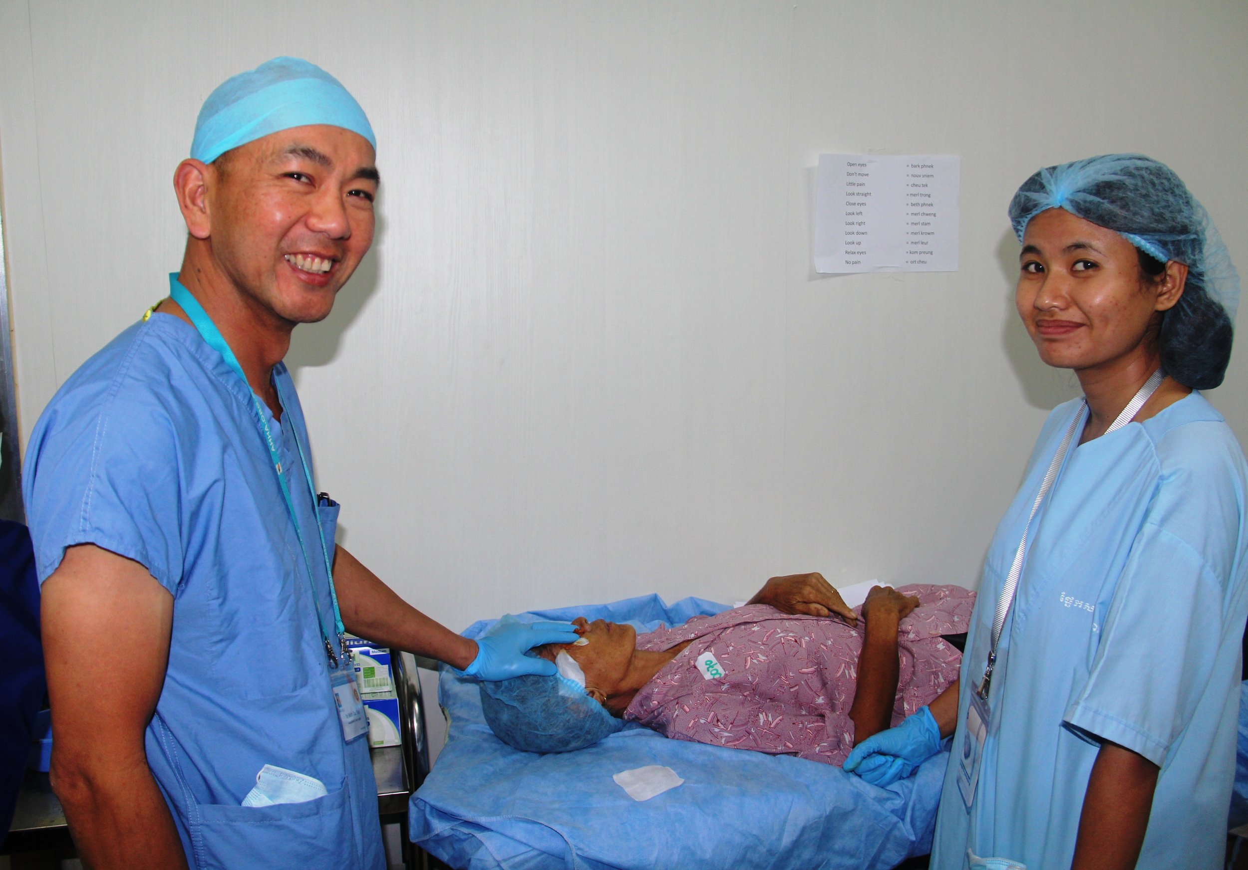 Anaesthetist and medical student volunteer at work