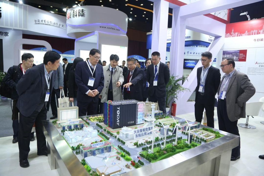 Industry Experts and Leaders Tour the Expo Hall