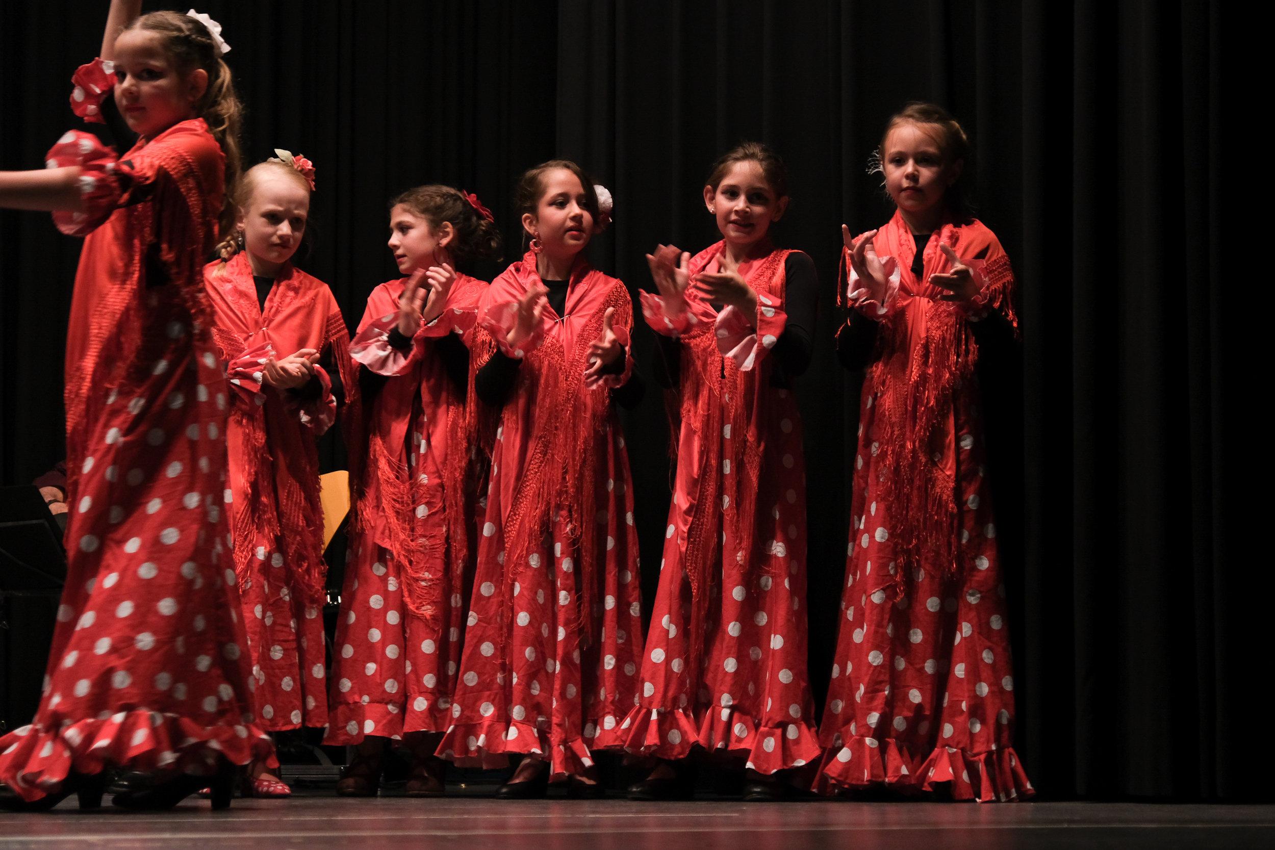 Flamencotanz für Kinder & Jugendliche - WINTERTHURMi 17.00-18.00 (ab 7 Jahre)Do 17.00 - 18.00 (ab 9 Jahre)Sa 10.00-11.00 (ab 7 Jahre)Sa 11.00-12.00 (ab 12 Jahre)