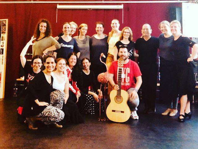 Hermosa clase por bulerías hoy a la mañana. Gracias a todas las alumnas por la confianza. Gracias Juan por tu entrega, tu energía y tu corazón.  #aprendiendocadadia #bailar #escuchar #cantar #reir #bulerías #flamenco #flamencas #flamencoalgolpe #winterthur #ole #quetomatoma