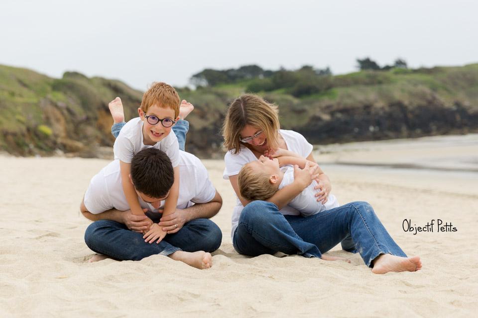Séance photo en famille à la plage à Brest | Objectif Petits Photographe bébés enfants familles Brest