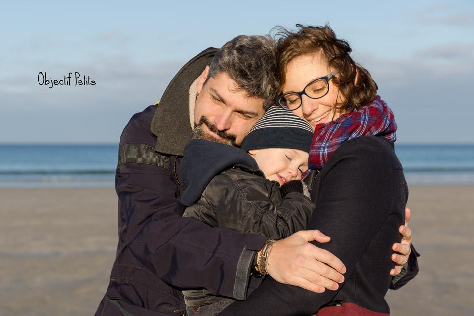 Séance photo en famille sur la plage à Brest | Objectif Petits, Photographe bébés enfants familles Brest (Bretagne)