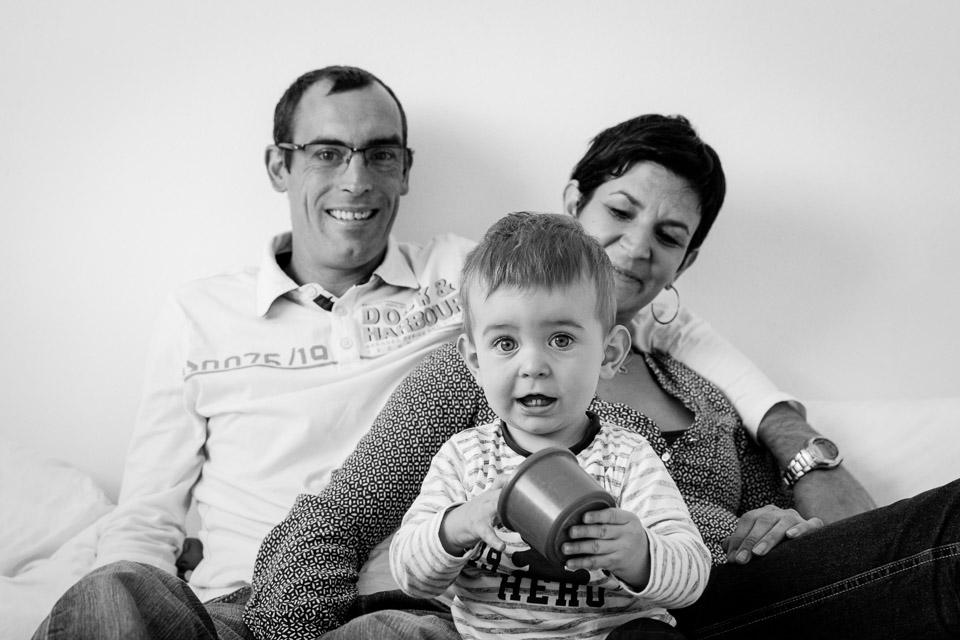 Photos de famille en studio et en lumière naturelle à Brest par Vanessa HERY, photographe chez Objectif Petits www.objectifpetits.com