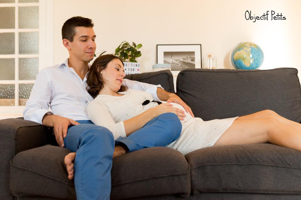 Séance photo grossesse en couple à domicile à Brest par Vanessa HERY, Photographe chez Objectif Petits www.objectifpetits.com