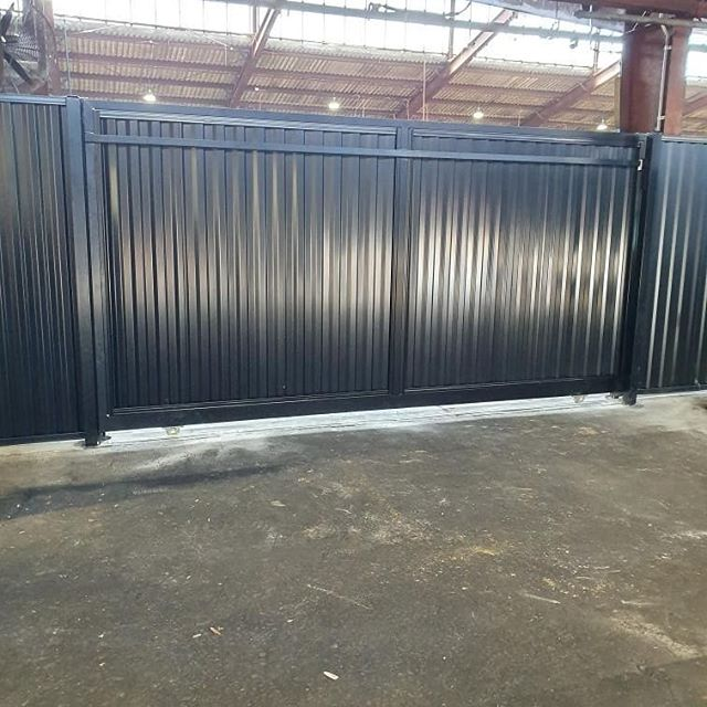 Internal 2.1 High Colorbond Fence with manual Sliding gate. #fencemagic #fences #gramline #colorbond #slider #sutherlandshire #stgeorge #build #construction