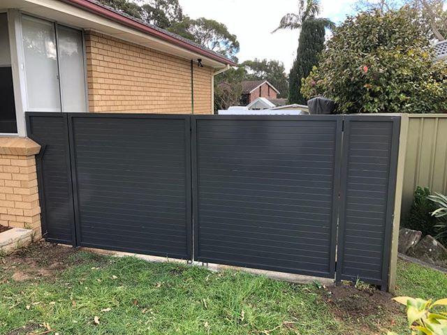 No Gap Double Gates with custom panel to suit brick wall. #fences #fencemagic #gates #slats #aluminium #powdercoat #build #custom #homeinspo #homedecor #homeimprovement #sutherlandshire #stgeorge #construction