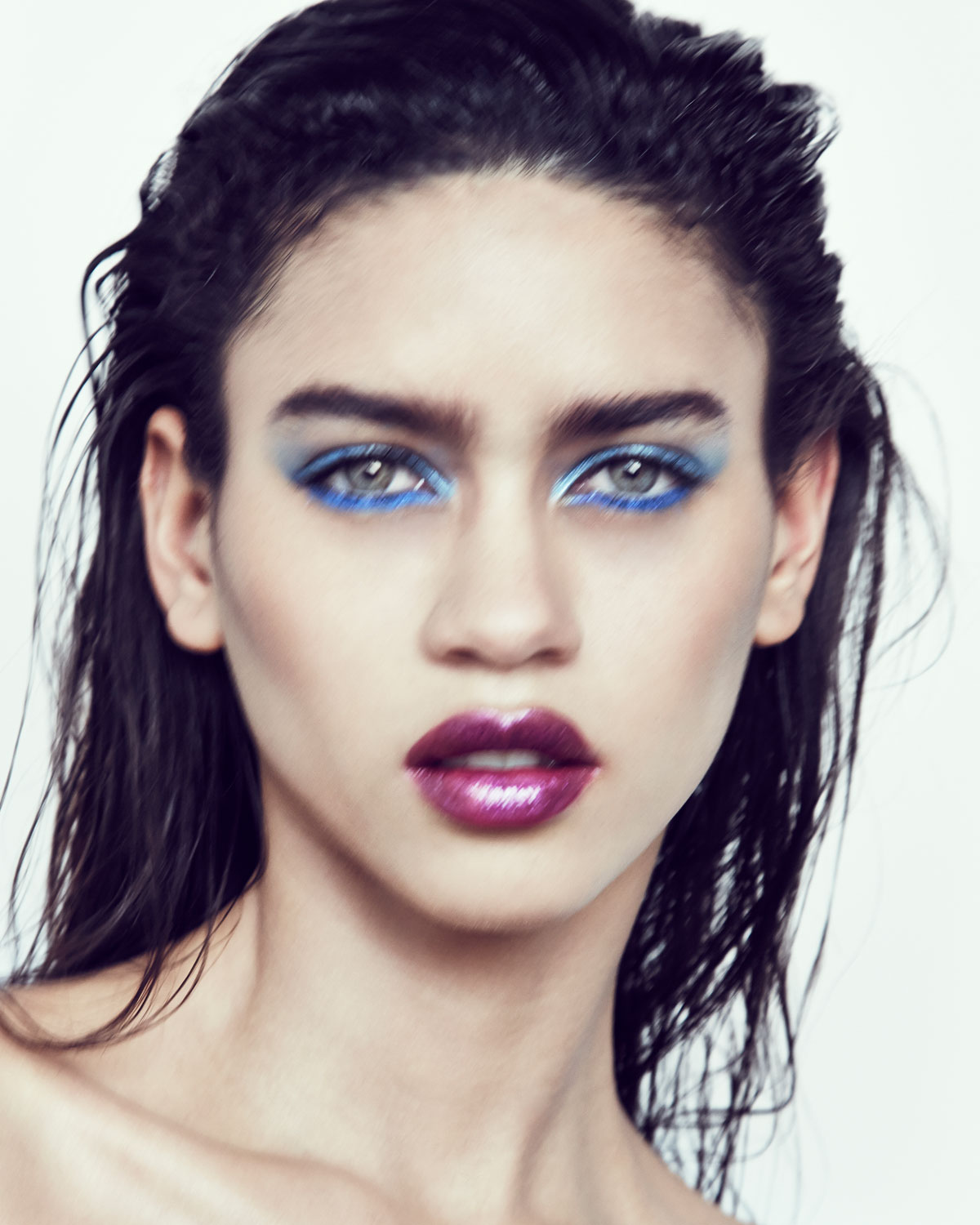 electric-blue-eye-karol-santos-beauty.jpg