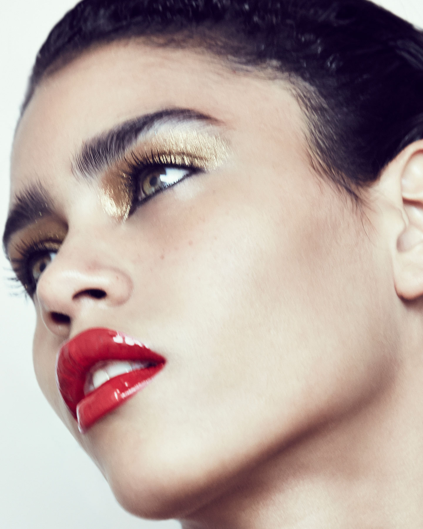 karol-santos-gold-glitter-eye-beauty.jpg