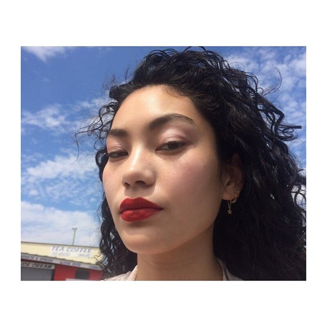This gorgeous girl @marlo.m.h @thehivemodels @buntercastingarchive make up & hair by me @vanzeebeauty . . #redlipstick #redlips #beauty #bluesky #makeup #makeupartist #cleanbeauty #classicbeauty #beautiful #skin #highlightshair #curlyhair