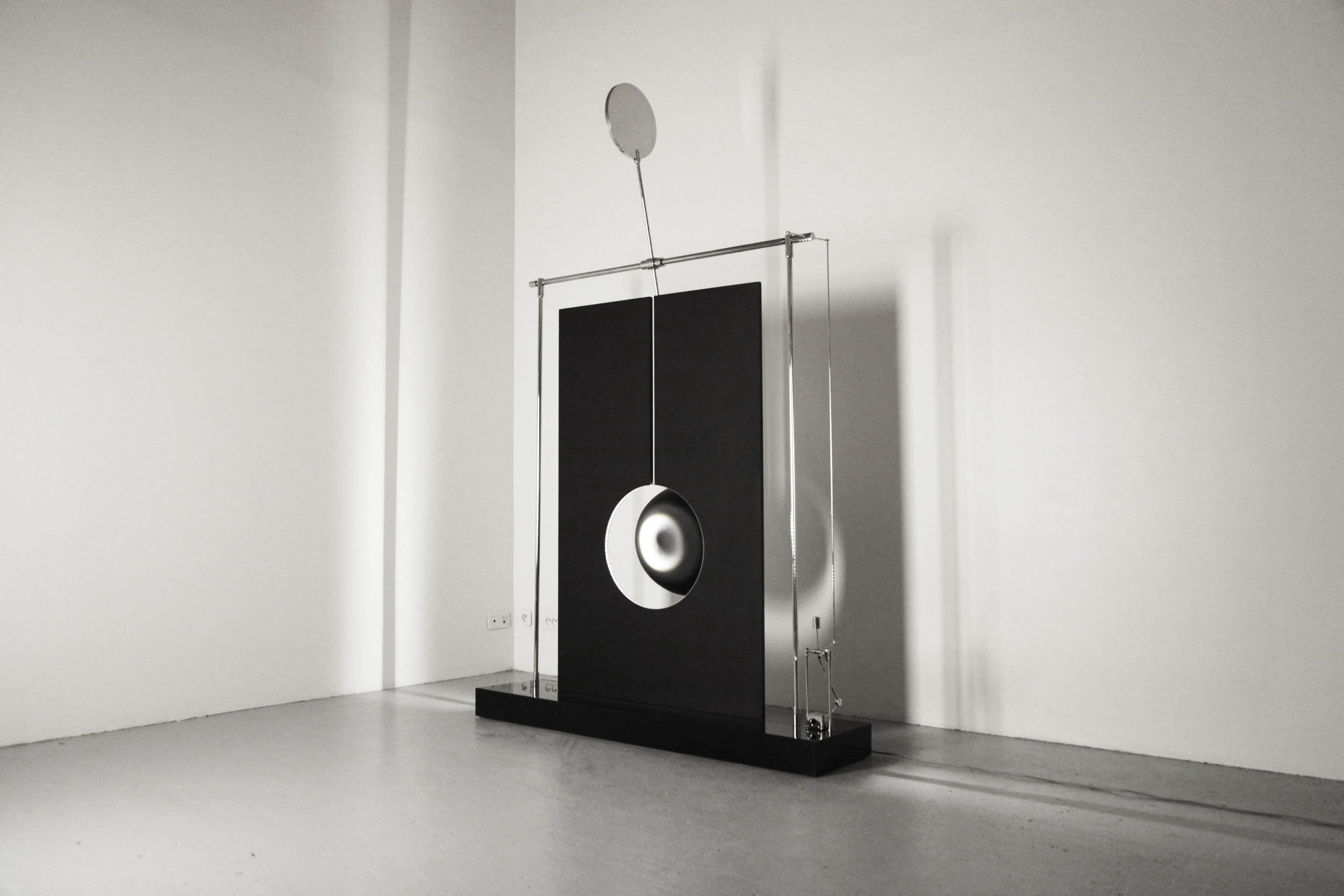 SPATIAL VARIATIONS    Floor sculpture Anodized, bead-blasted aluminum, stainless steel, LED light source 254 x 160 x 40 cm ed. 1/3