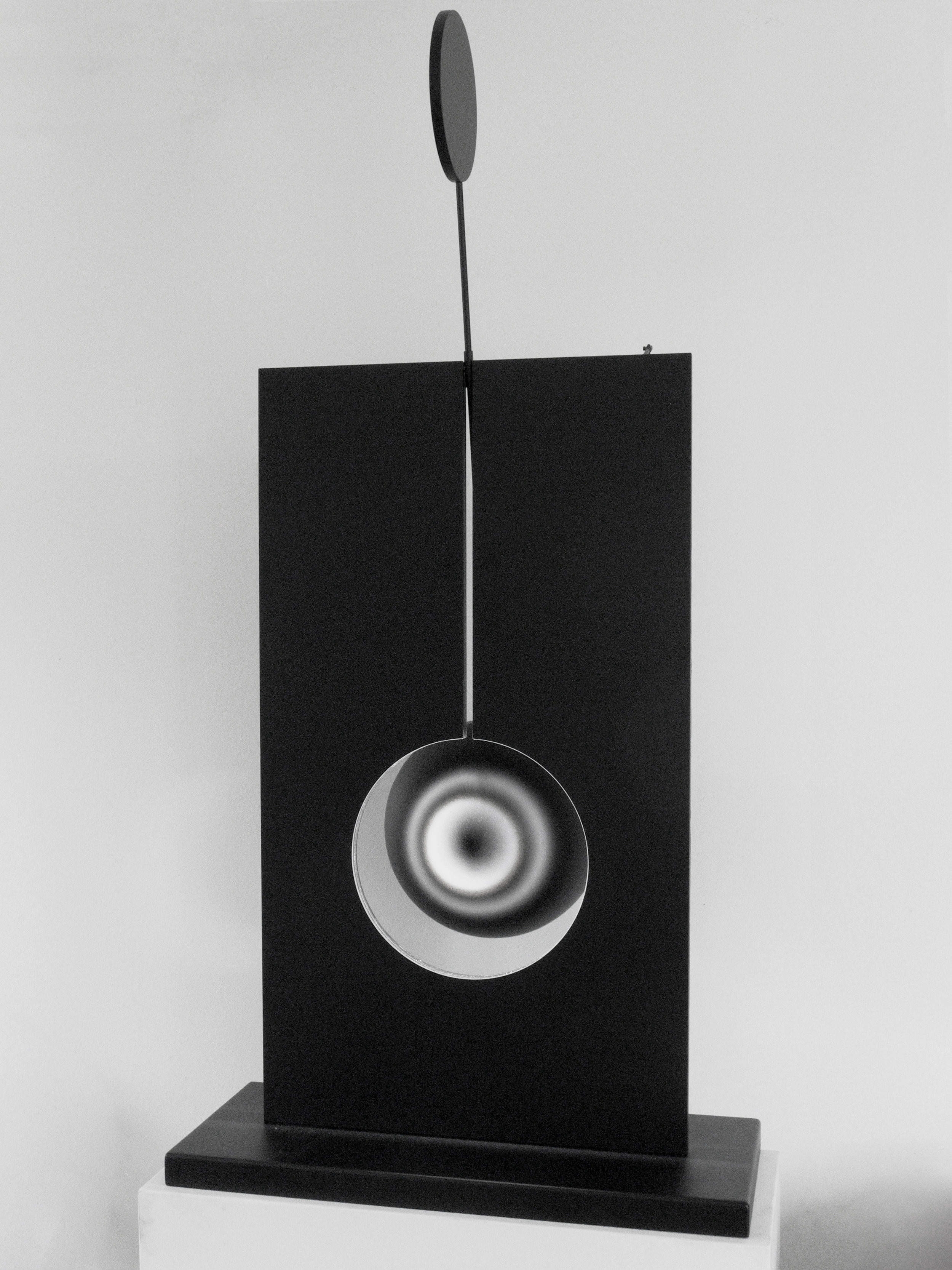 SPHERICAL VARIATIONS    Stand sculpture Anodized, bead-blasted aluminum, stain- less steel 130 x 70 x 30 cm ed. 3/7