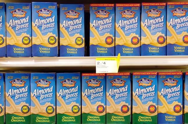 Image via   Mother Nature News.    Almond milk continues to be vilified, but not because of water use: consumers are    suing Almond Breeze    because the brand's almond milk contains only 2% almonds.    Mother Nature News    reminds us to think critically about food advertising and always read nutrition labels.