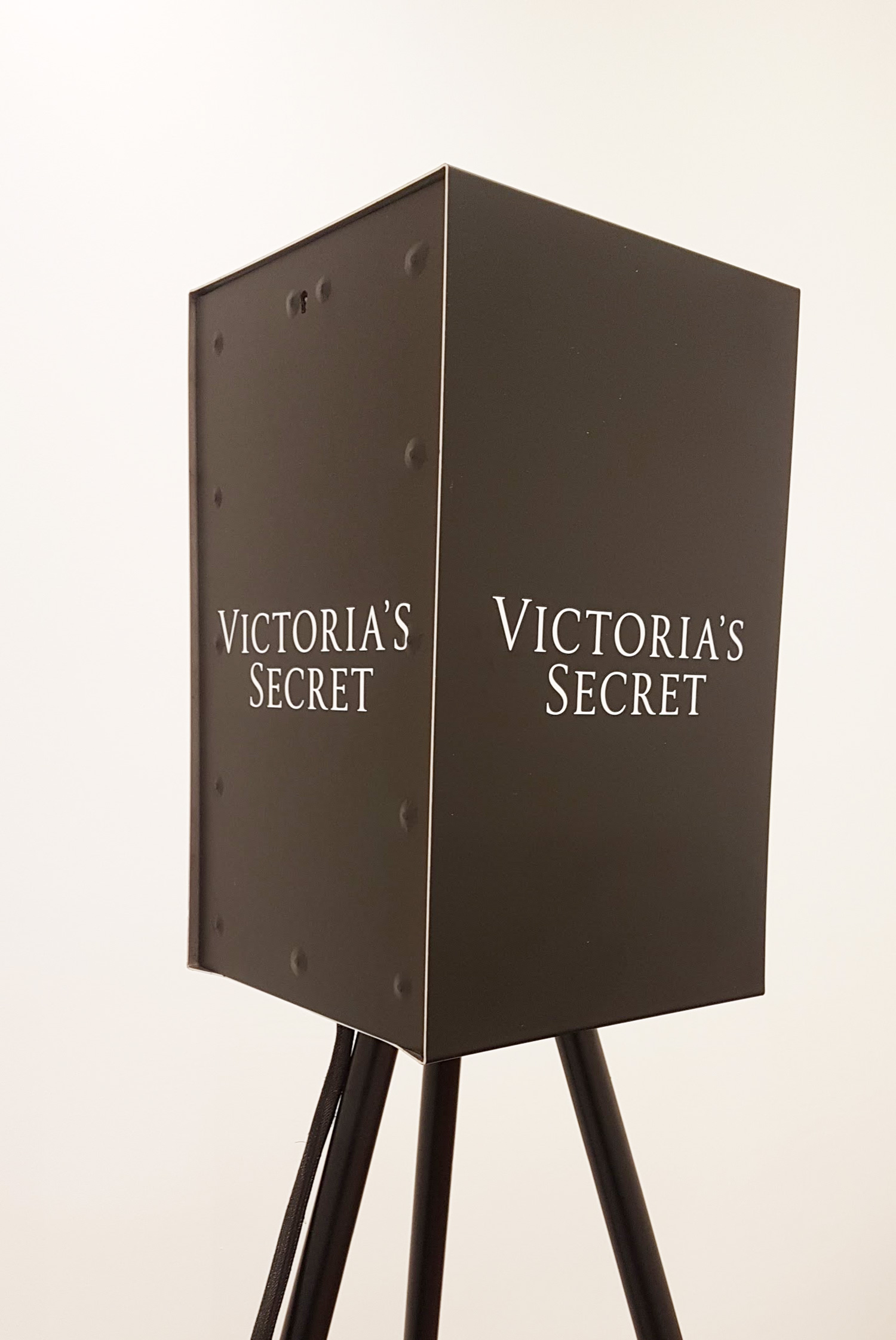 Victorias-Secret-Obscura-Skin--The-London-Lightbox.jpg